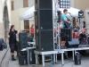 Stage-Manager war Emmanuel, der gemeinsam mit Ivan und einigen Helfern die Bühne aufgebaut und abgebaut hat, und dazwischen nicht nur dafür gesorgt hat, dass die Bands pünktlich mit ihrem Set aufgehört haben, sonder selbst mir seiner Band Parhelion auf di